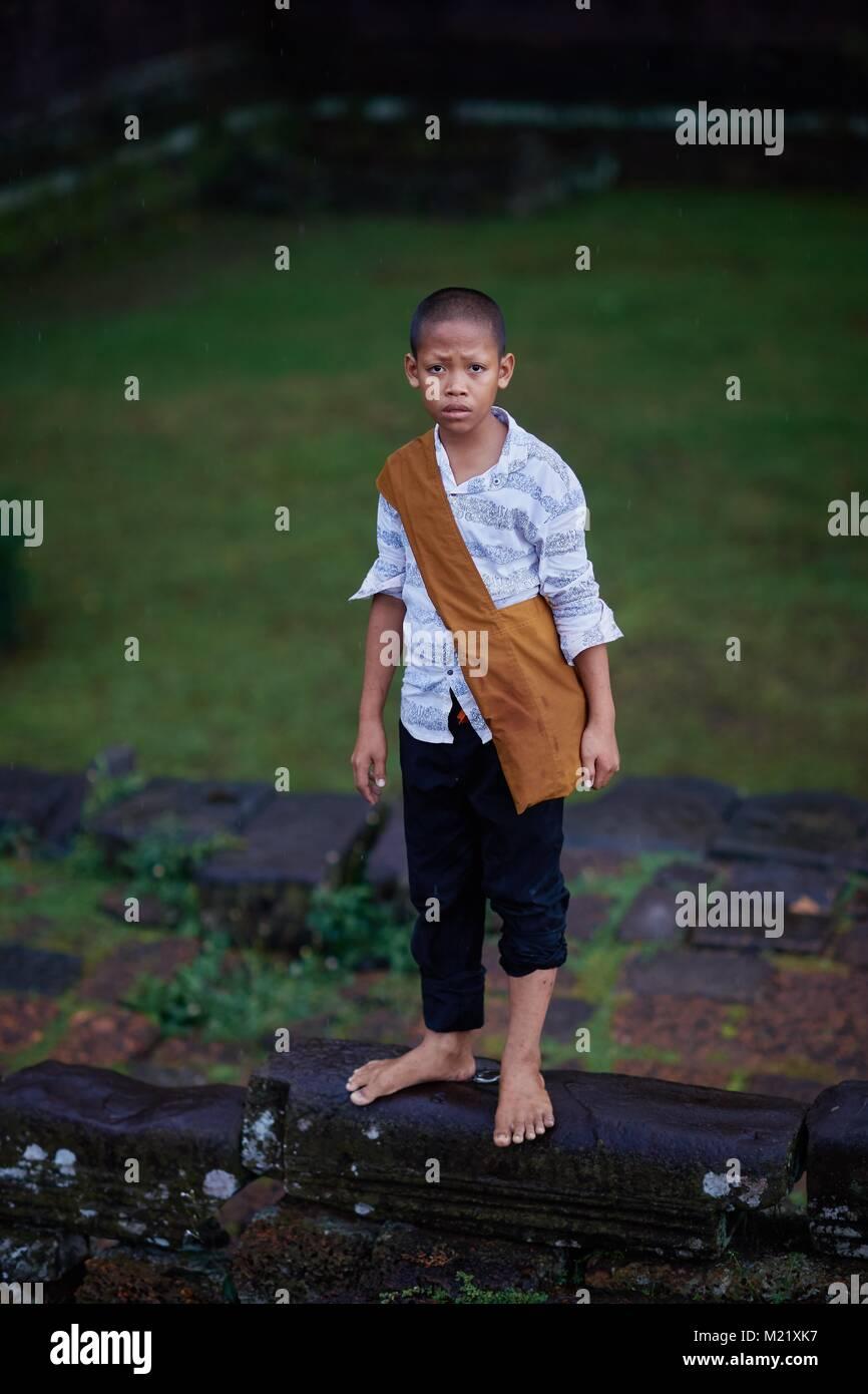 Junge Mönch Assistant, Angkor, Kambodscha Stockbild