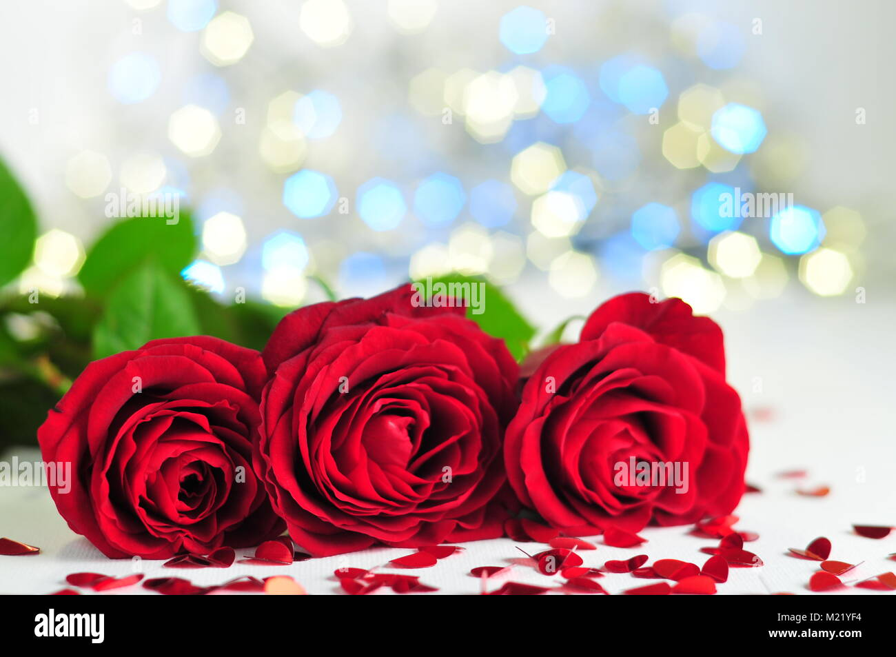 red hearts a row stockfotos red hearts a row bilder alamy. Black Bedroom Furniture Sets. Home Design Ideas