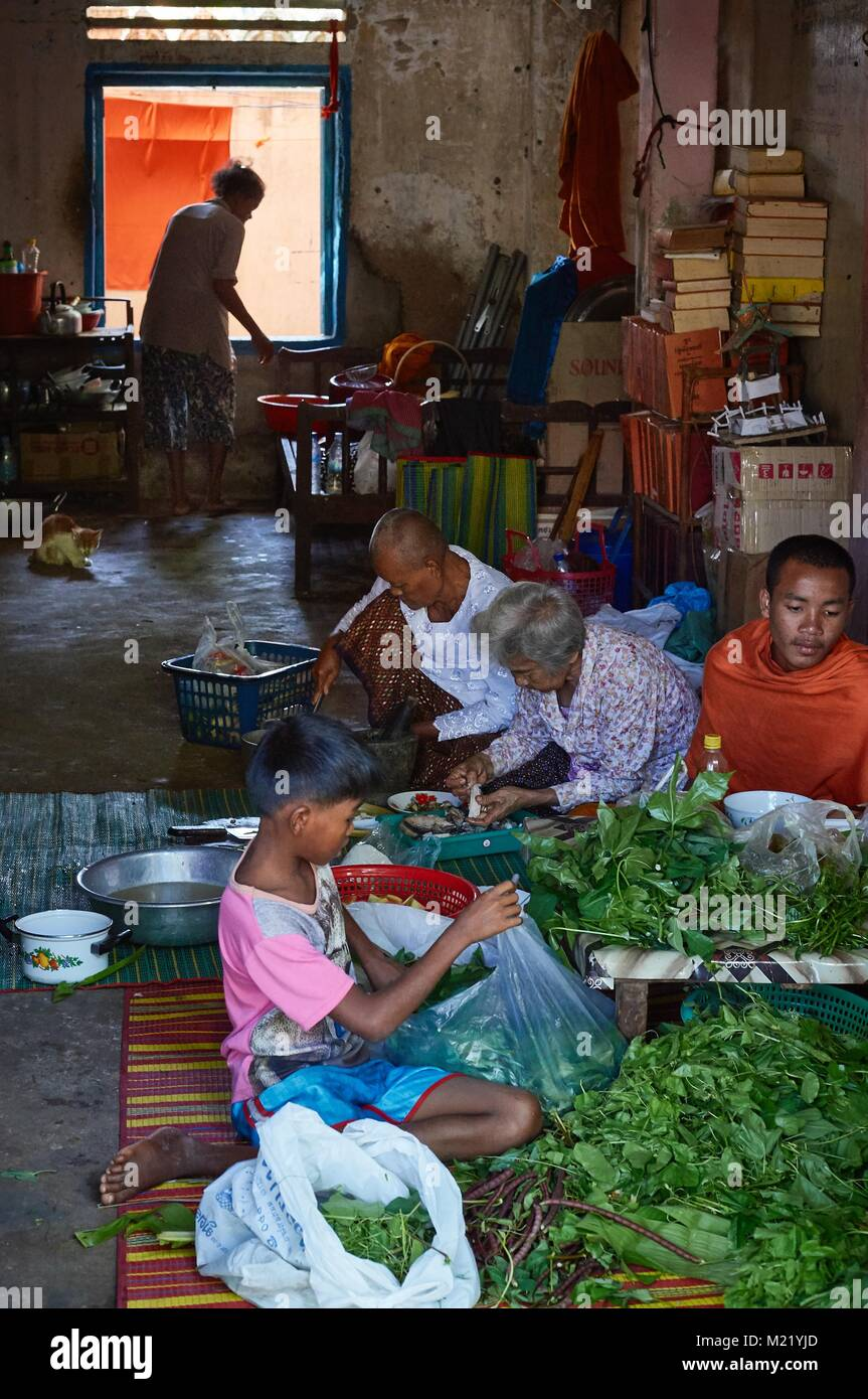 Kochen in einem monestry Wohnzimmer, in Battambang, Kambodscha Stockbild