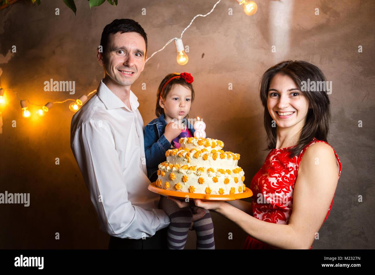 Thema Familienurlaub Kinder Geburtstag Und Ausblasen Kerzen Am