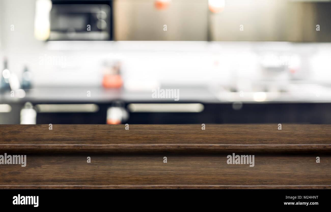 Leeren Schritt altes Holz Tisch essen stand mit blur Home Küche ...