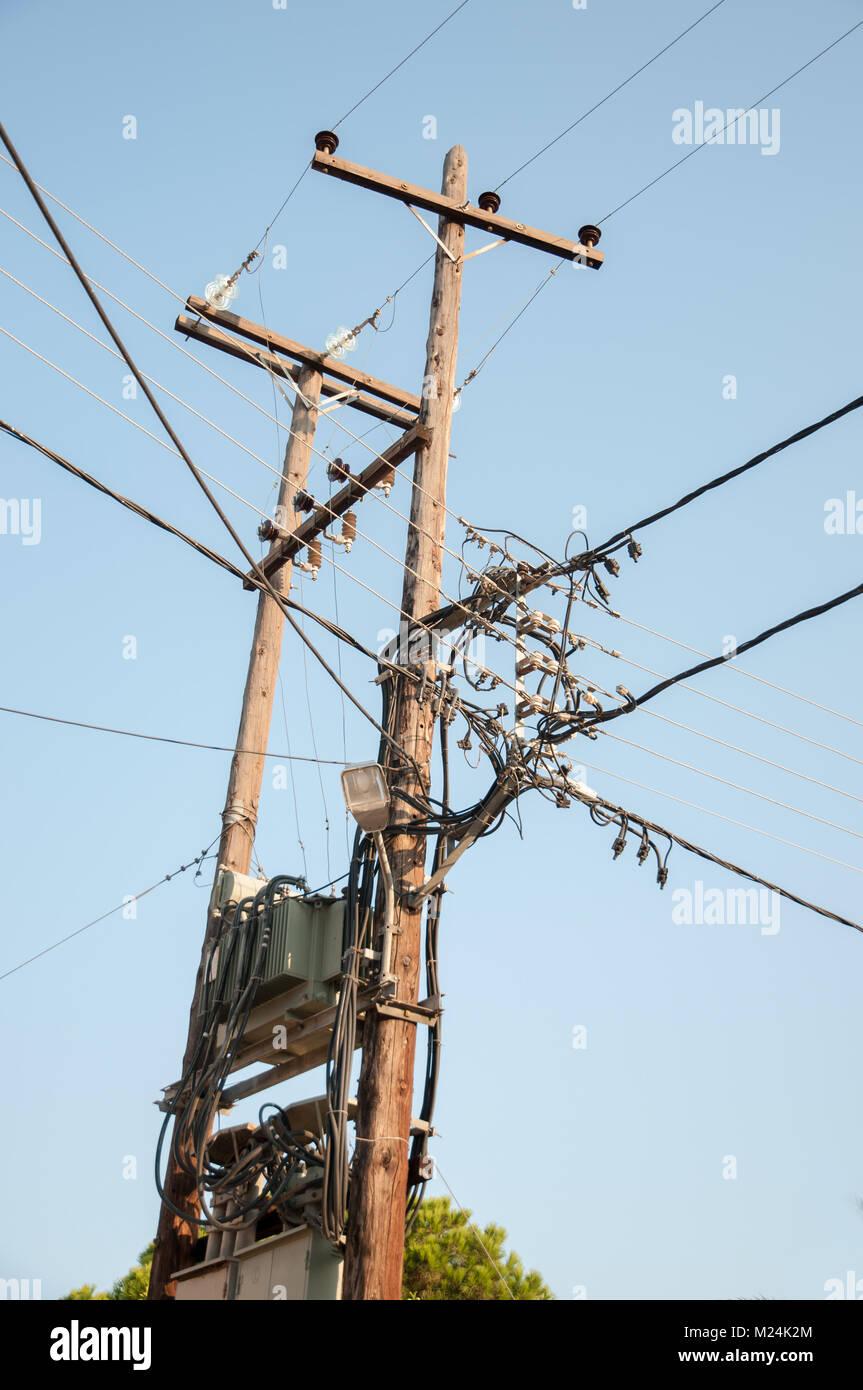 Altmodische elektrische Übertragungsnetz in Creece Stockbild