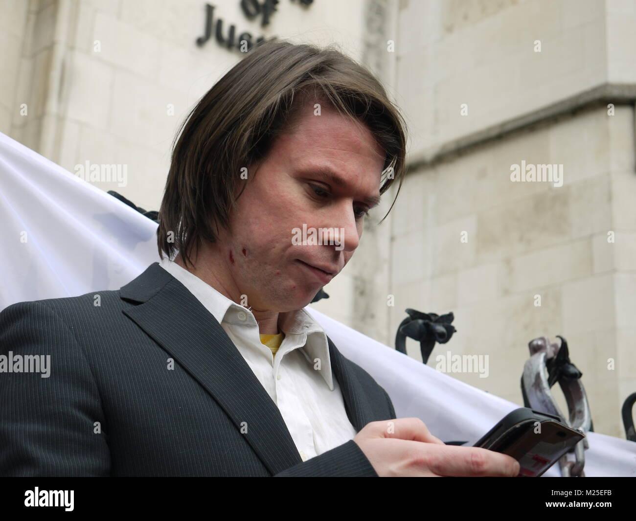 London, Großbritannien. 5. Februar, 2018. Lauri Liebe gewinnt Auslieferung Schlacht an der Königlichen Gerichtshof, Stockfoto