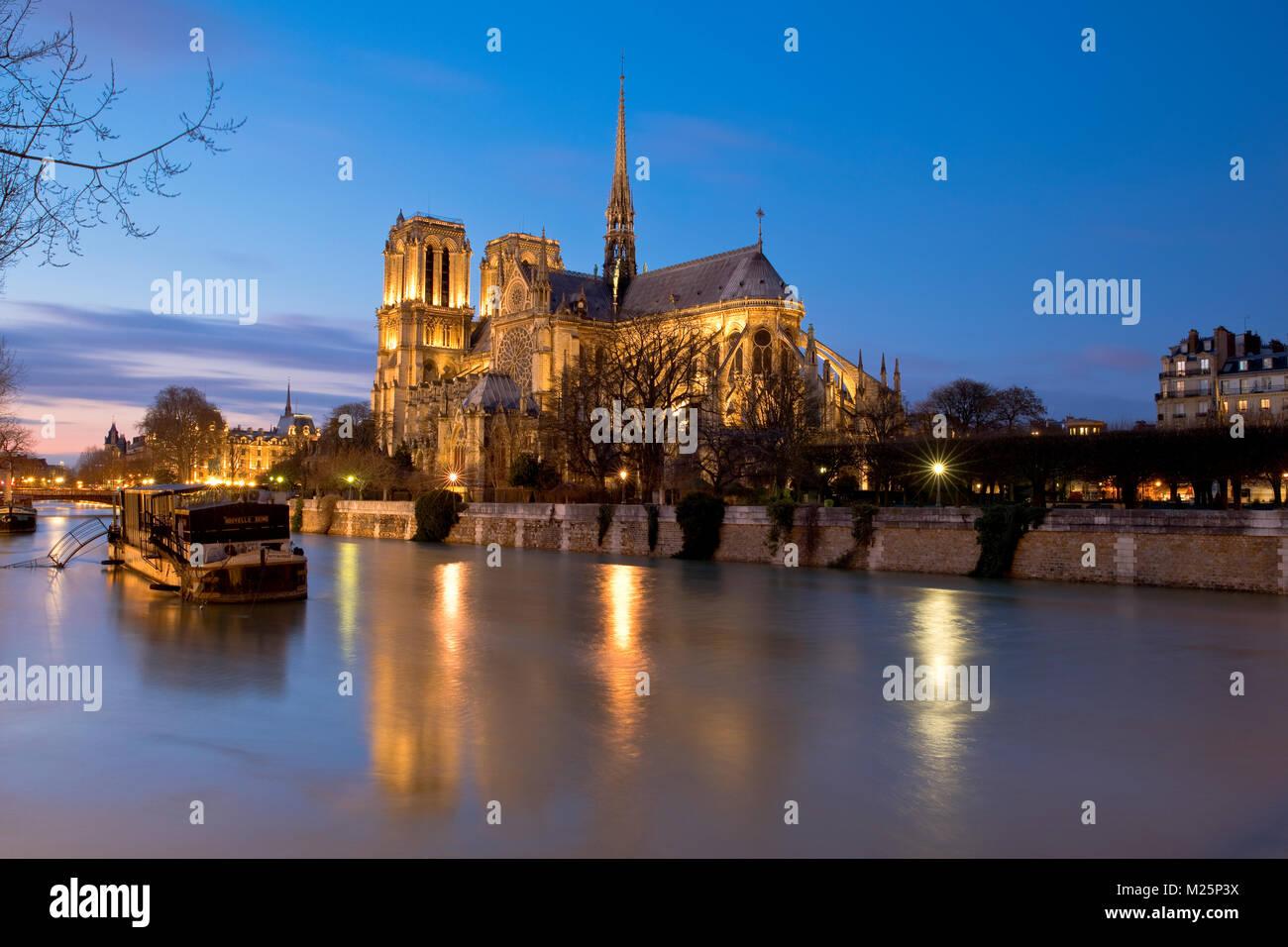 Überschwemmungen des Flusses Seine in der Nähe von Notre-Dame de Paris, Île de la Cité, Frankreich Stockbild