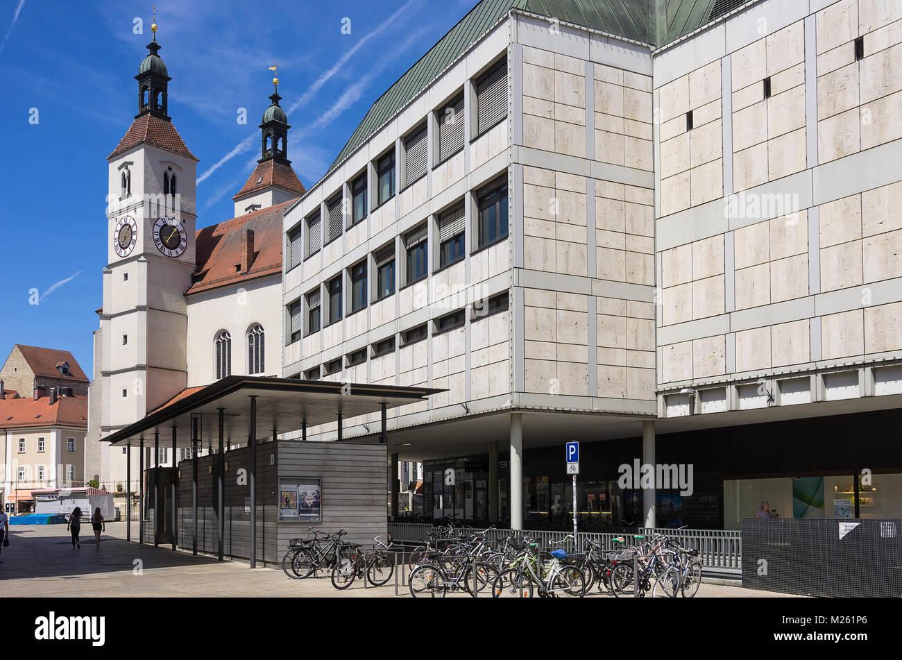 Church neupfarrplatz regensburg stockfotos church neupfarrplatz regensburg bilder alamy - Moderne architektur in deutschland ...