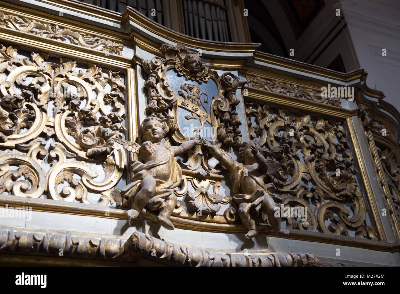 Sorrento, Kampanien, Italien März 12, 2017 wunderbare Fries mit der Darstellung der Engel, Hände auf ein Stockbild