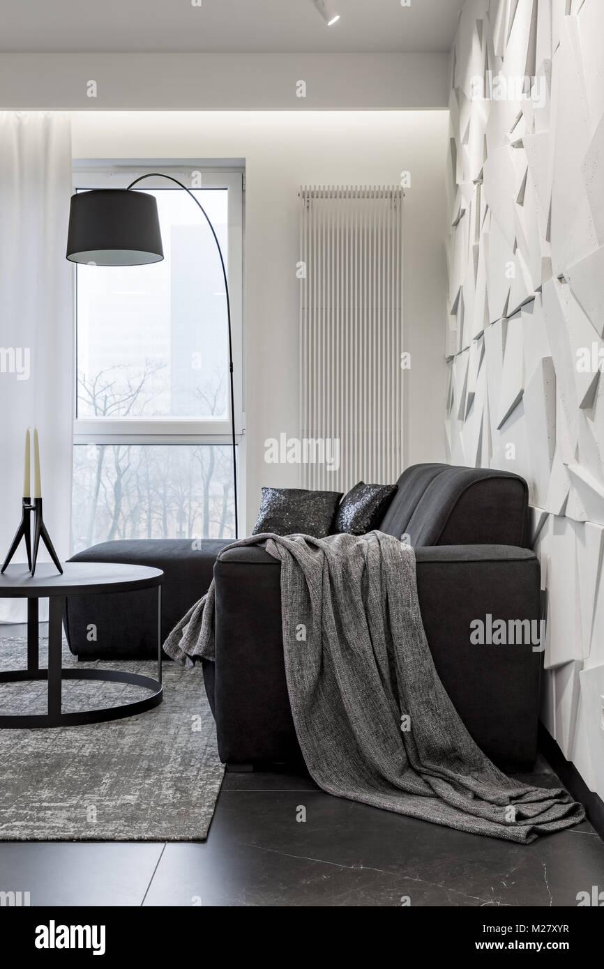 Amüsant Sofa Ecke Dekoration Von Schwarze Und Dekorative Weiße Wand In Der