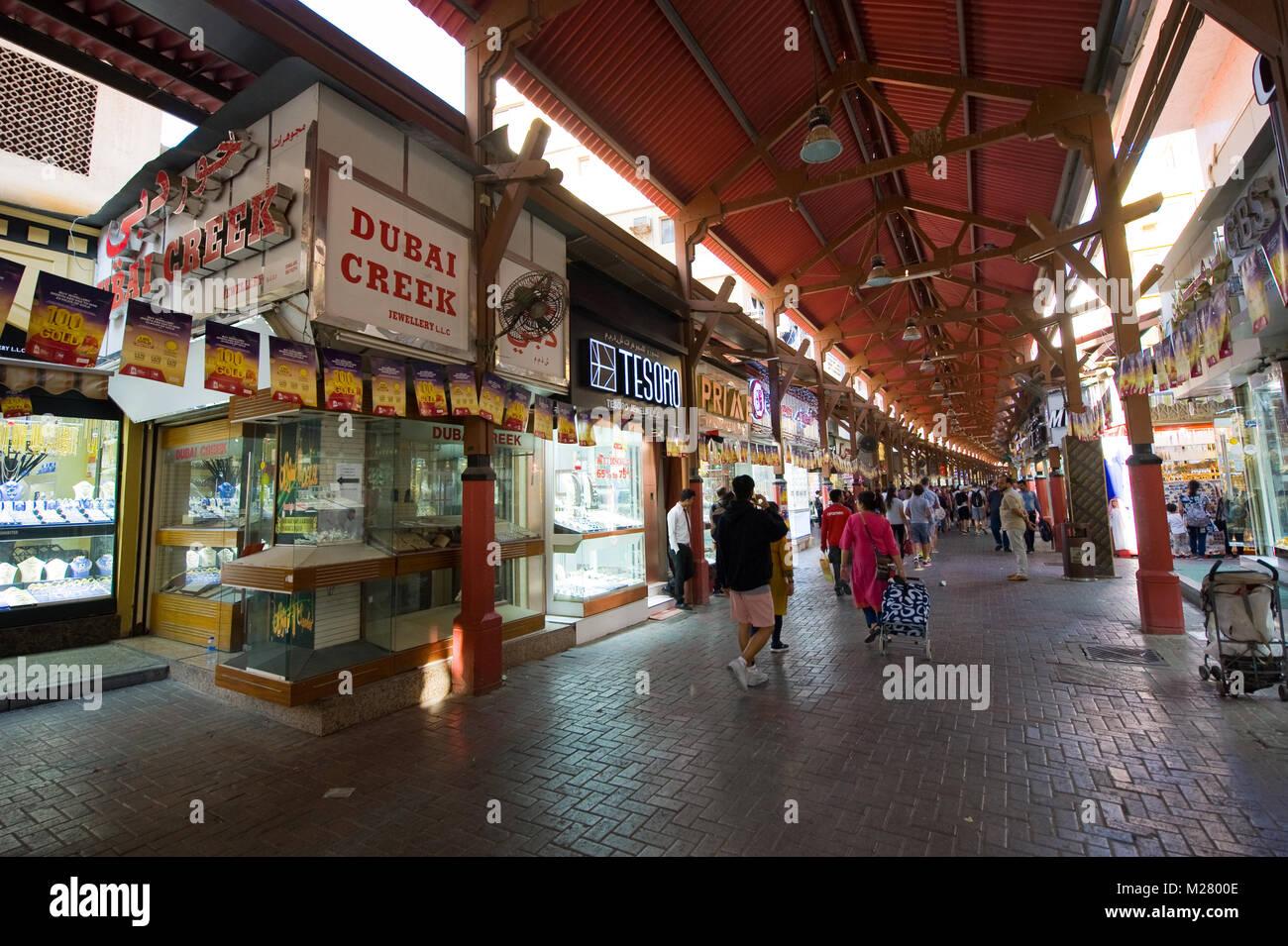 DUBAI, VEREINIGTE ARABISCHE EMIRATE - Jan 02, 2018: Die Stadt des Goldes ist ein Basar in Dubai mit vielen Geschäften, Stockbild