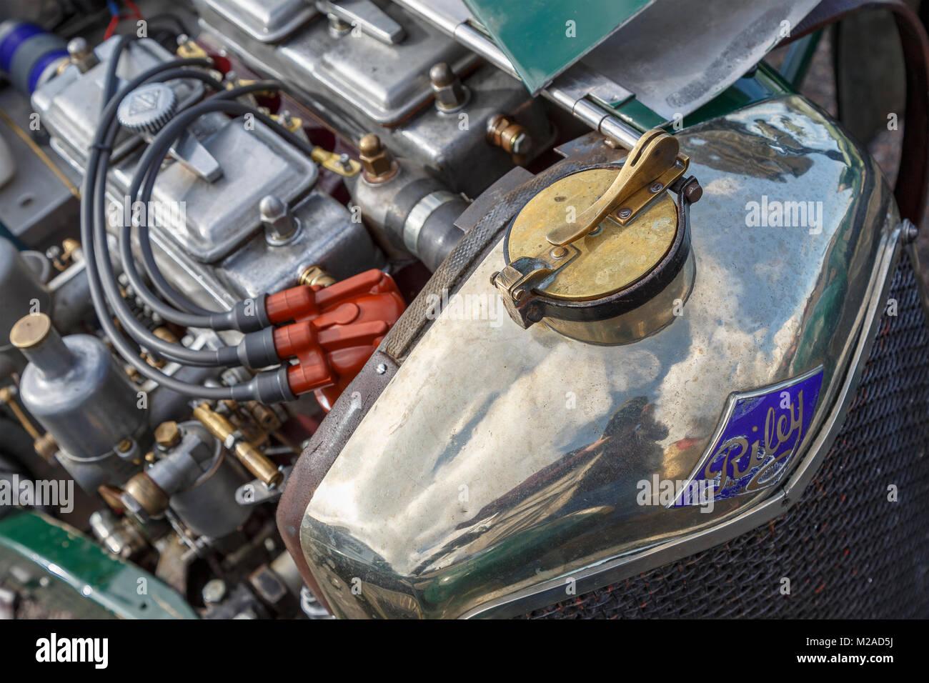Motorraum und Messing Kühlerdeckel von vor dem Krieg Riley Sport Auto an der Formel Vintage meeting 2017, Snetterton, Stockbild