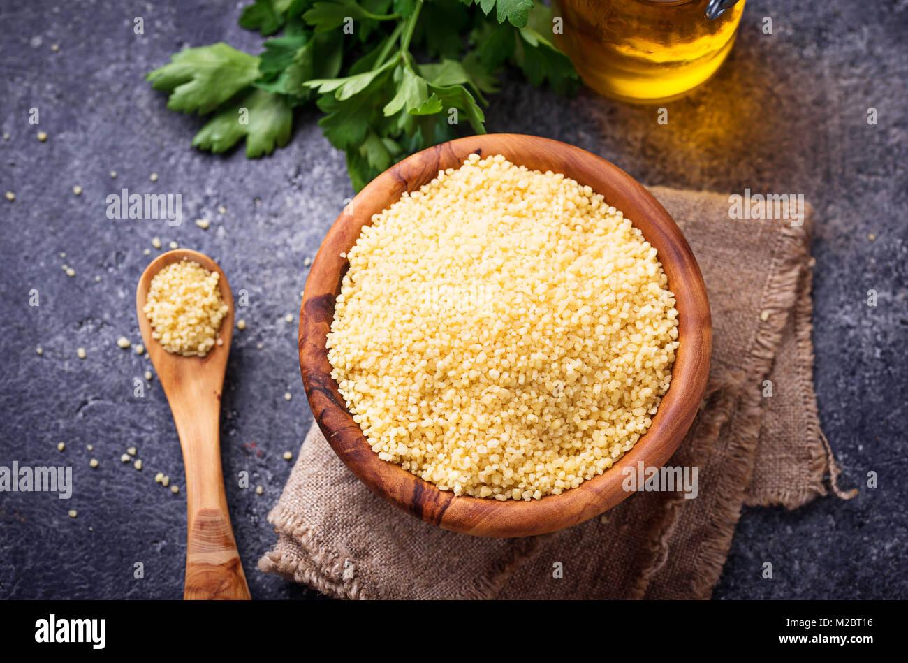 Couscous Getreide in Houten Stockbild