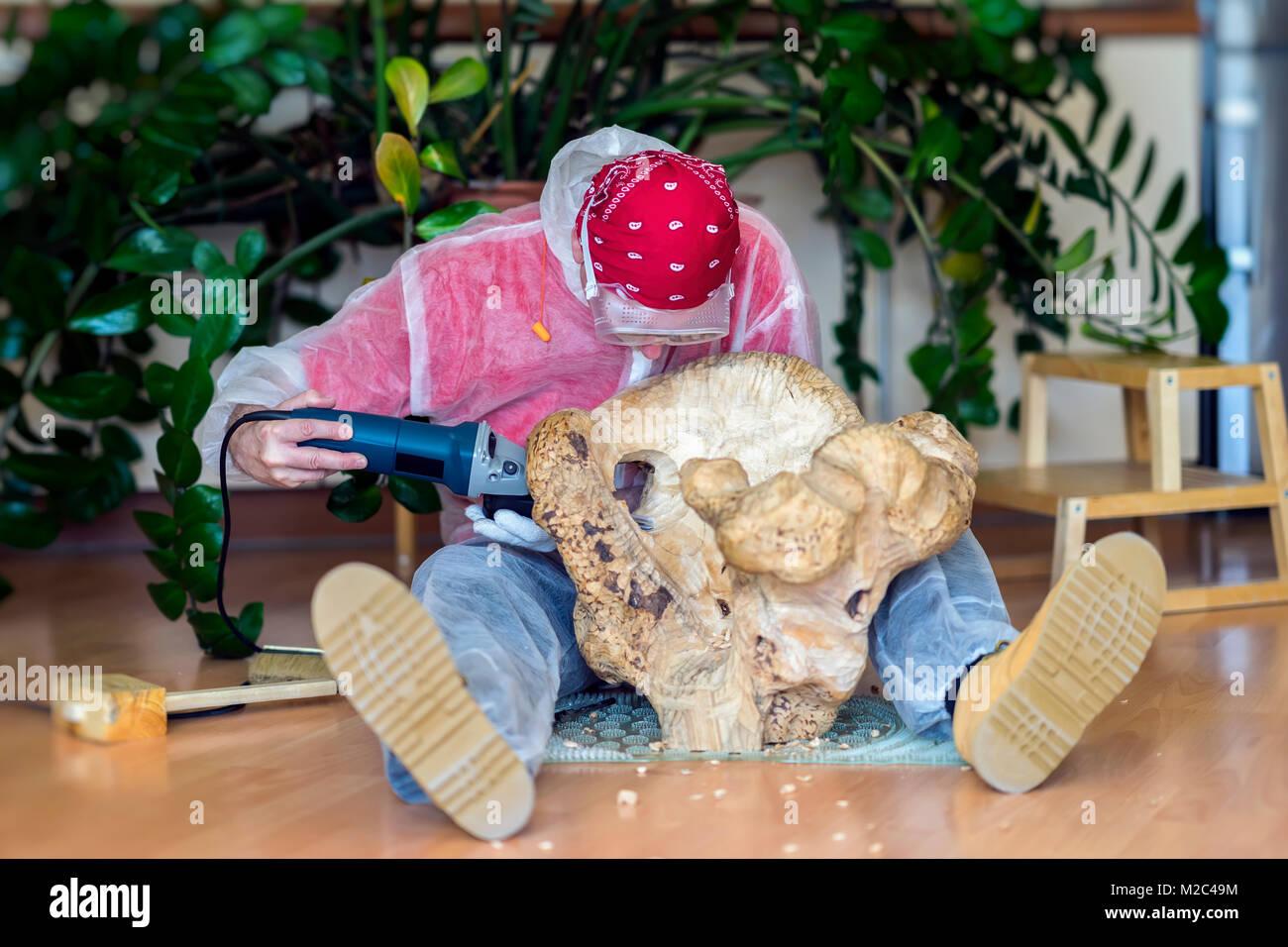 mann schnitzer schnitzerei aus nat rlichen h lzernen stump edles holz kunst objekt f r die. Black Bedroom Furniture Sets. Home Design Ideas
