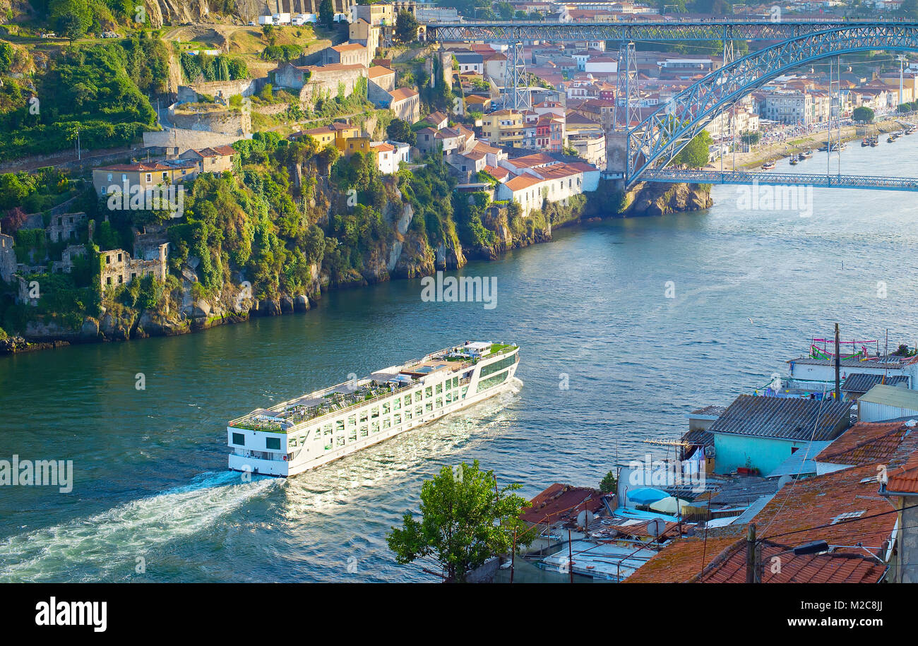 portuguese ship historical stockfotos portuguese ship historical bilder alamy. Black Bedroom Furniture Sets. Home Design Ideas