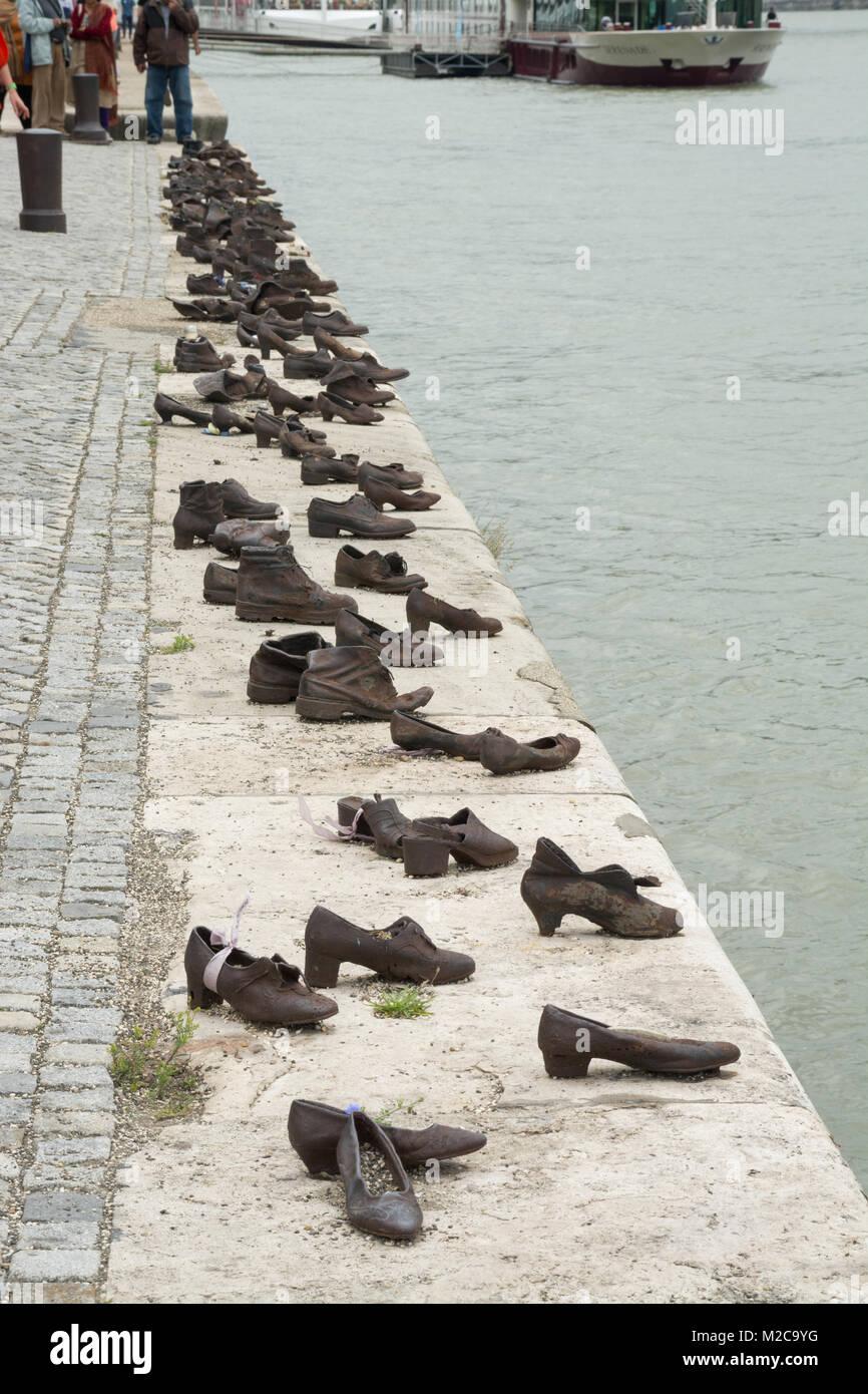 Die Schuhe Am Donauufer Ein Denkmal In Budapest Ungarn Zu Ehren