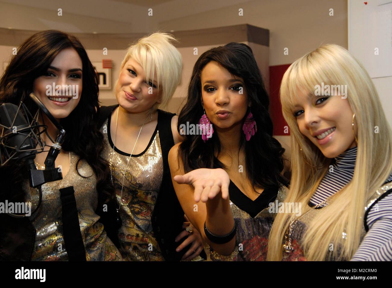 Sterben Pro7 - Popstars Girlband QUEENSBERRY (v. li. Antonella, Leo, Gabriella und Victoria) bei einem Promotiontermin Stockbild