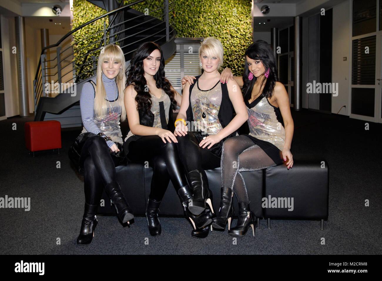 Sterben Pro7 - Popstars Girlband QUEENSBERRY (v. li. Leo, Antonella, Victoria und Gabriella) bei einem Promotiontermin Stockbild