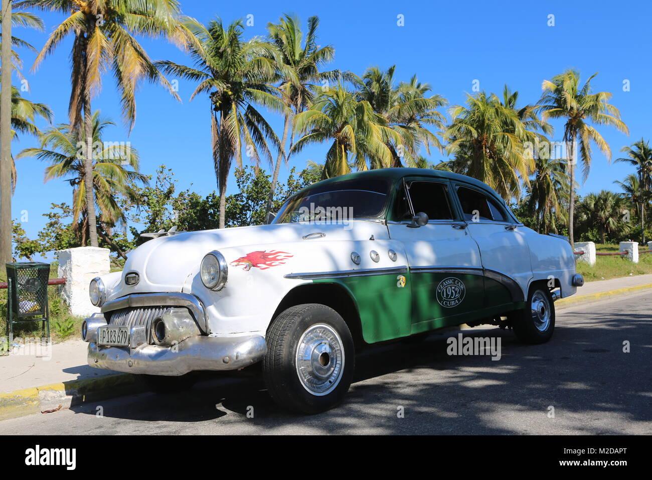 Autos in der Straße in La Habana - Kuba Stockbild