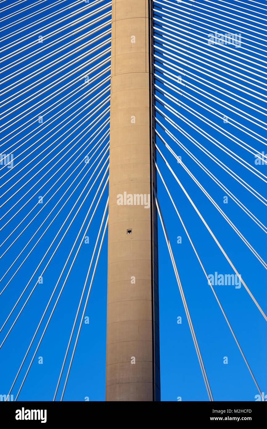 Queensferry Crossing Bridge, North Tower und Tragseile. Schottland Stockbild