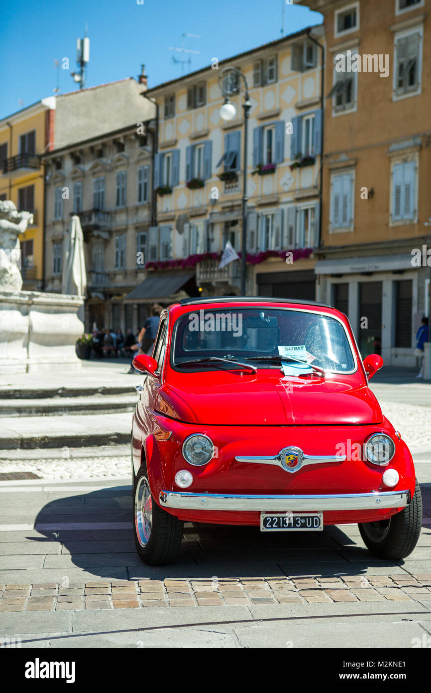 oldtimer fiat 500 stockfotos oldtimer fiat 500 bilder seite 2 alamy. Black Bedroom Furniture Sets. Home Design Ideas