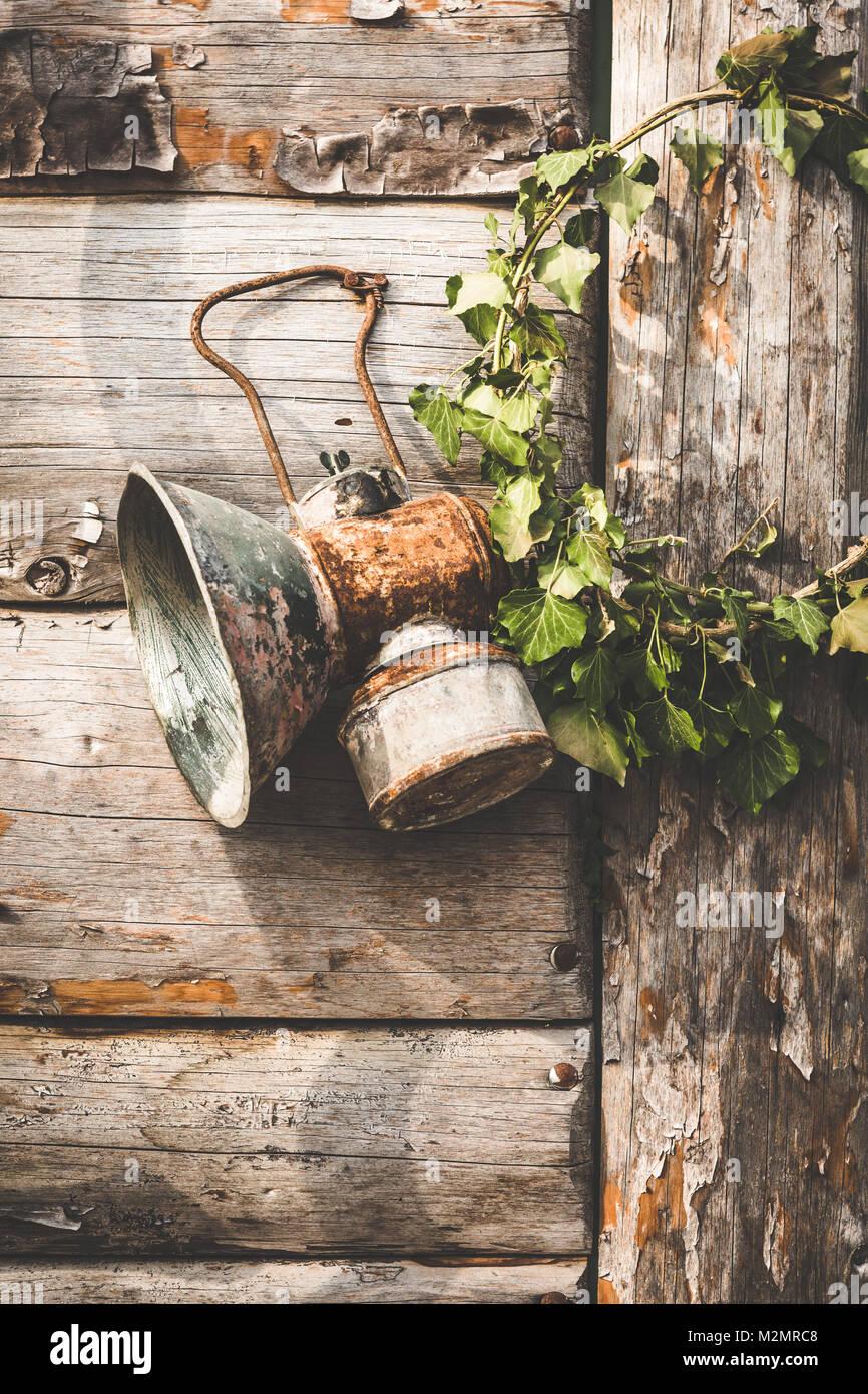 Vintage Petroleum Lampe Aufhangen An Haken Auf Grunge Holzwand
