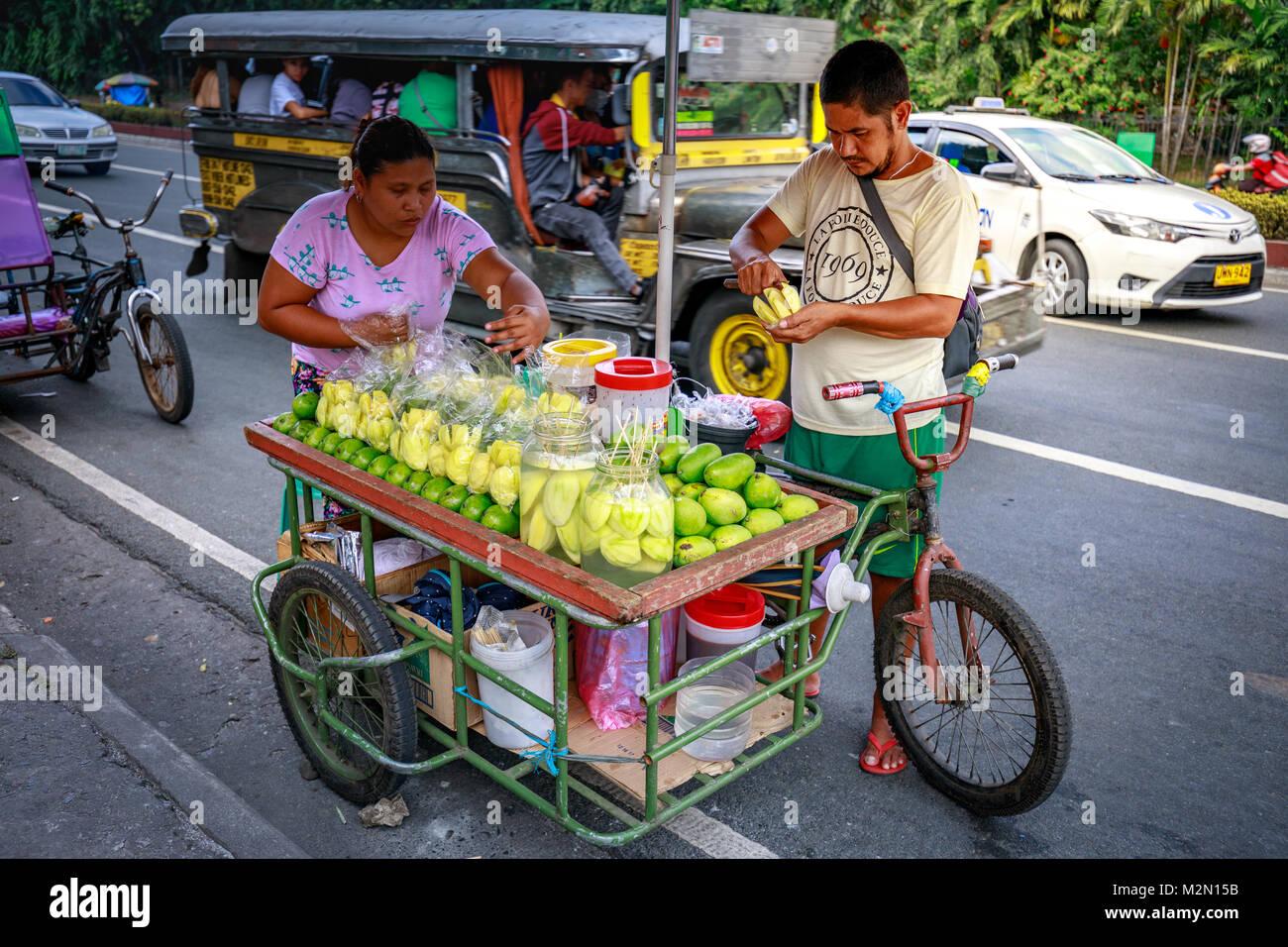 Manila, Philippinen - Feb 4, 2018: eine Straße essen Anbieter ...