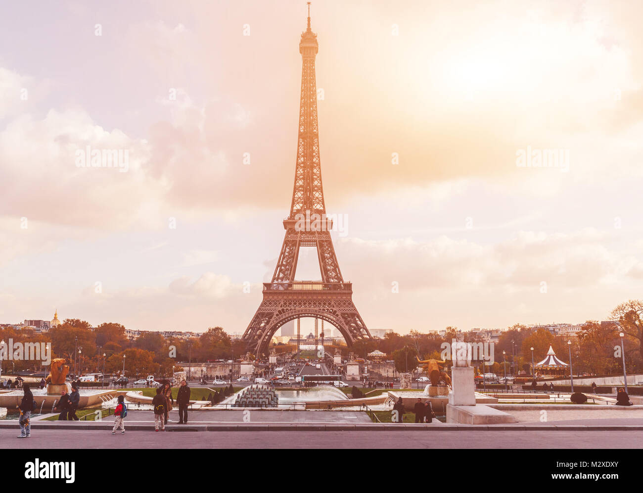 sch ne aussicht auf den eiffelturm in paris frankreich ber hmte sehensw rdigkeiten in europa. Black Bedroom Furniture Sets. Home Design Ideas
