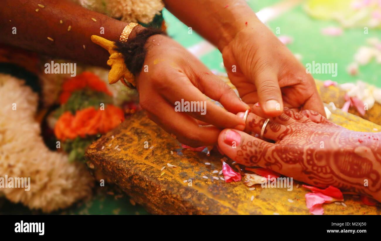 Closeup Schuss Hand Den Ring Am Bein South Indian Wedding Rituale