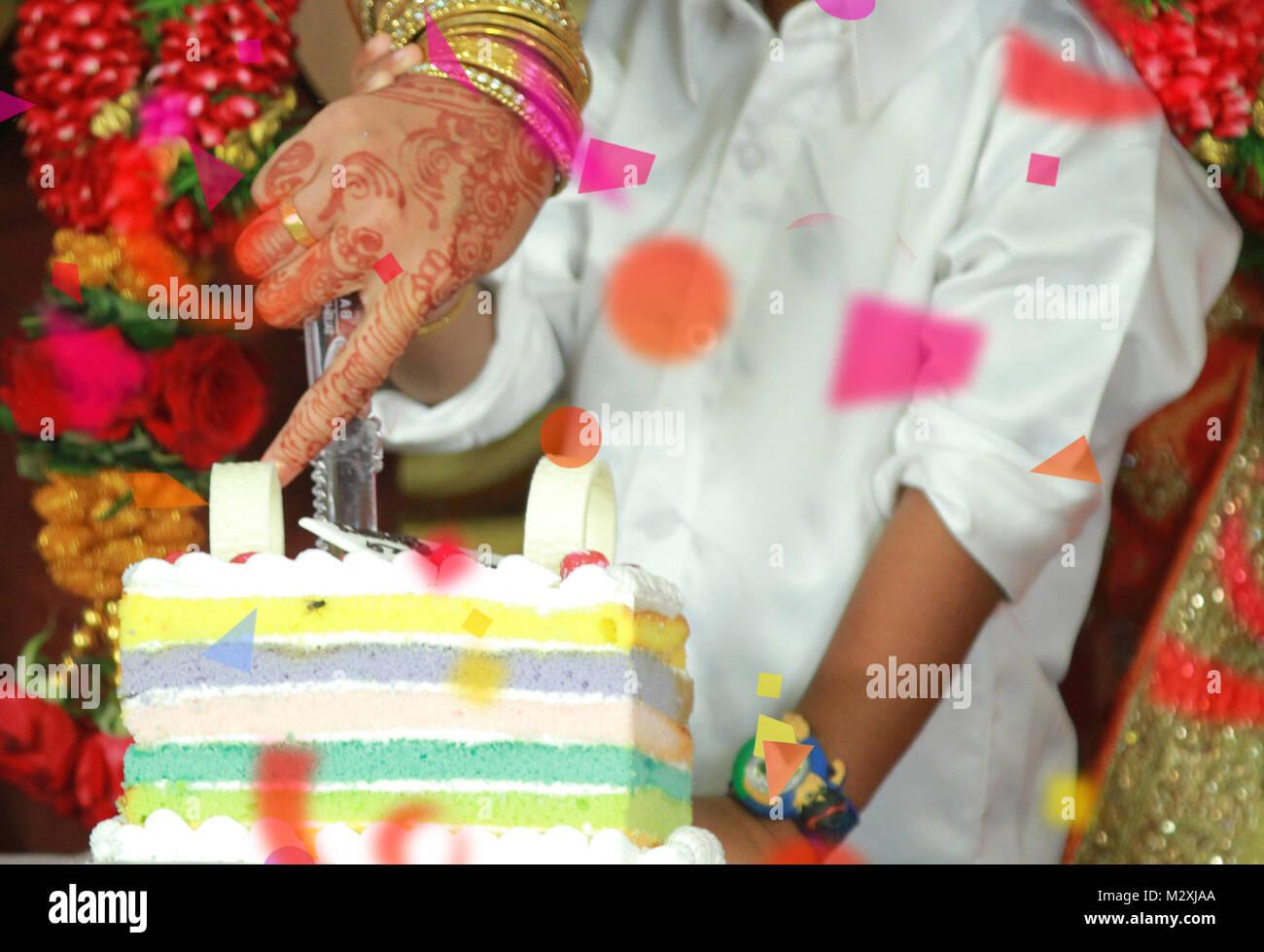 Nahaufnahme Frau Hand Schneiden Von Kuchen Happy Birthday Cake