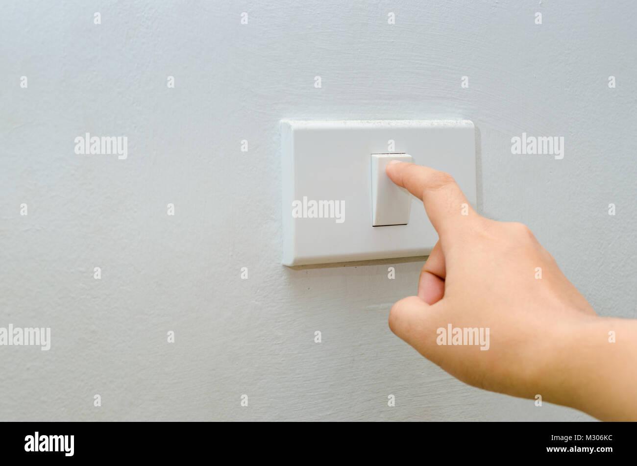 Sparen Sie Strom in der Nähe der Finger ist Ein- oder Ausschalten ...
