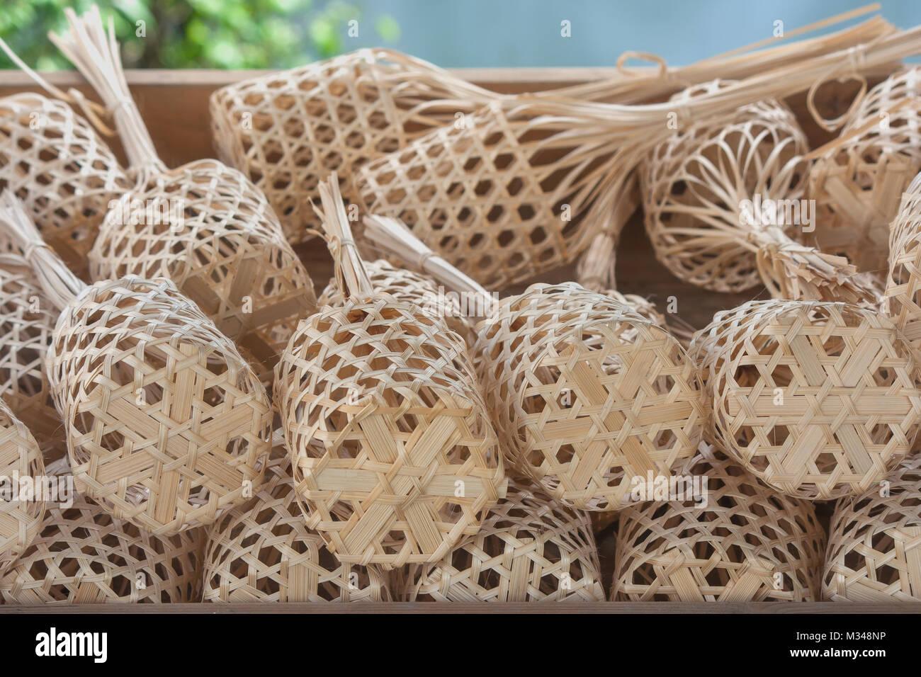 Close Up Stapel Oder Reihe Von Braun Rund Bambus Markt In Holz Fach