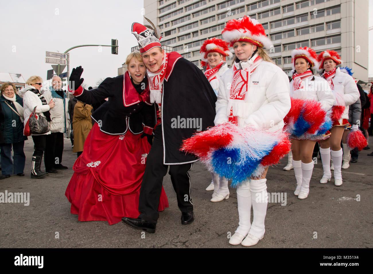 Funkenmariechen beim Karneval in Berlin mit kleinliche Auflagen für ...