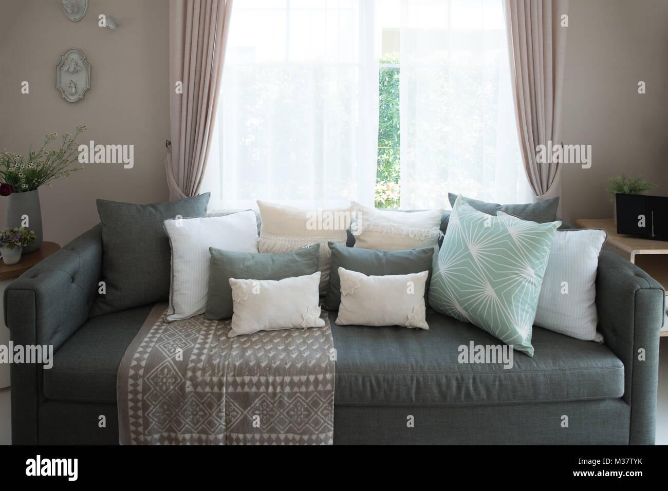 Eitelkeit Lounge Sofa Wohnzimmer Referenz Von Lounge-sofa Und Bunten Kissen In Im Im