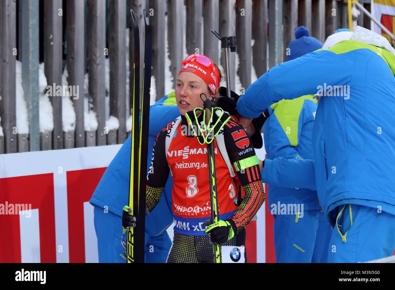 Laura Dahlmeier (SC Partenkirchen) bei der Gewehrkontrolle - Weltcup Ruhpolding 2017 - Verfolgung Frauen Stockbild