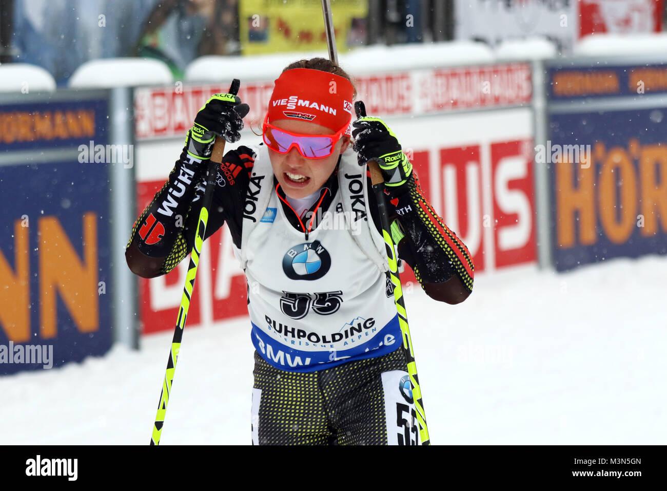 Laura Dahlmeier (SC Partenkirchen) nach dem Zieleinlauf beim Weltcup Ruhpolding 2017 - Sprint Frauen Stockbild
