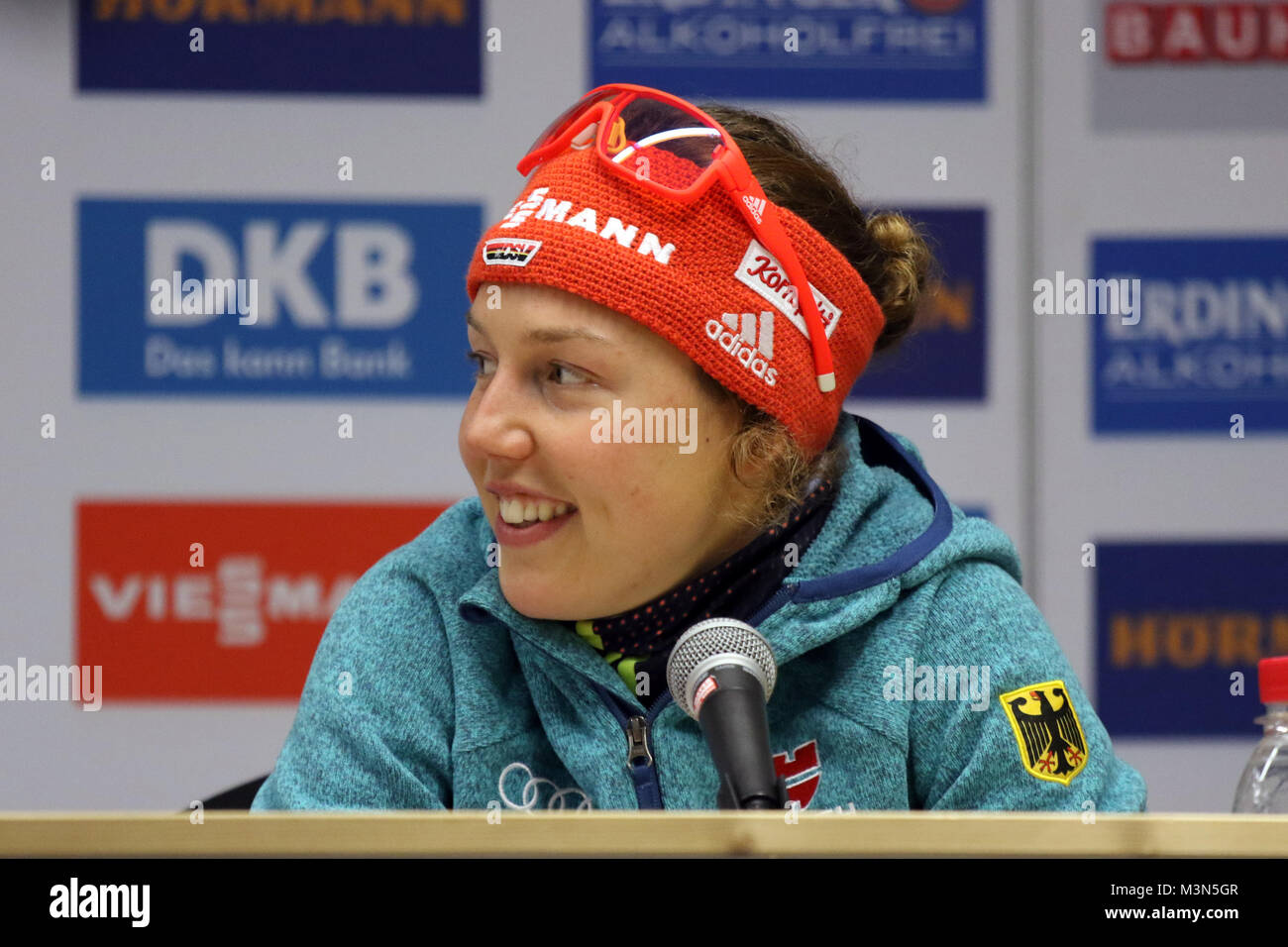 Hatte nach Rang drei im Sprint gut Lachen: Laura Dahlmeier (SC Partenkirchen) - Weltcup Ruhpolding 2017 - Sprint Stockbild