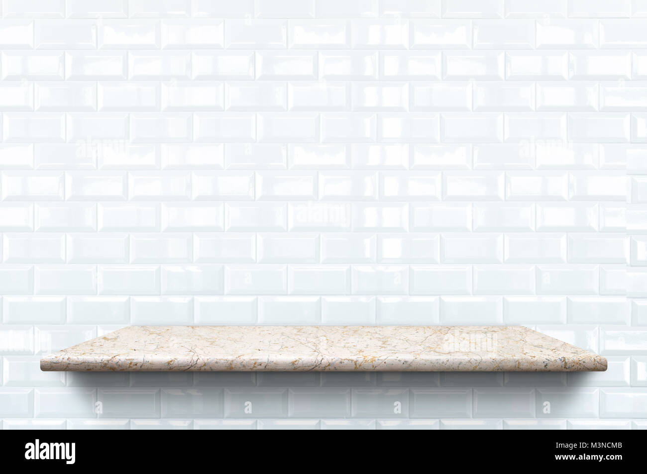 Leer Marmor Regal Auf Weißer Keramik Fliesen Wand Muster Hintergrund, Mock  Up Für Anzeige Oder Montage Von Produkt  Oder Design.