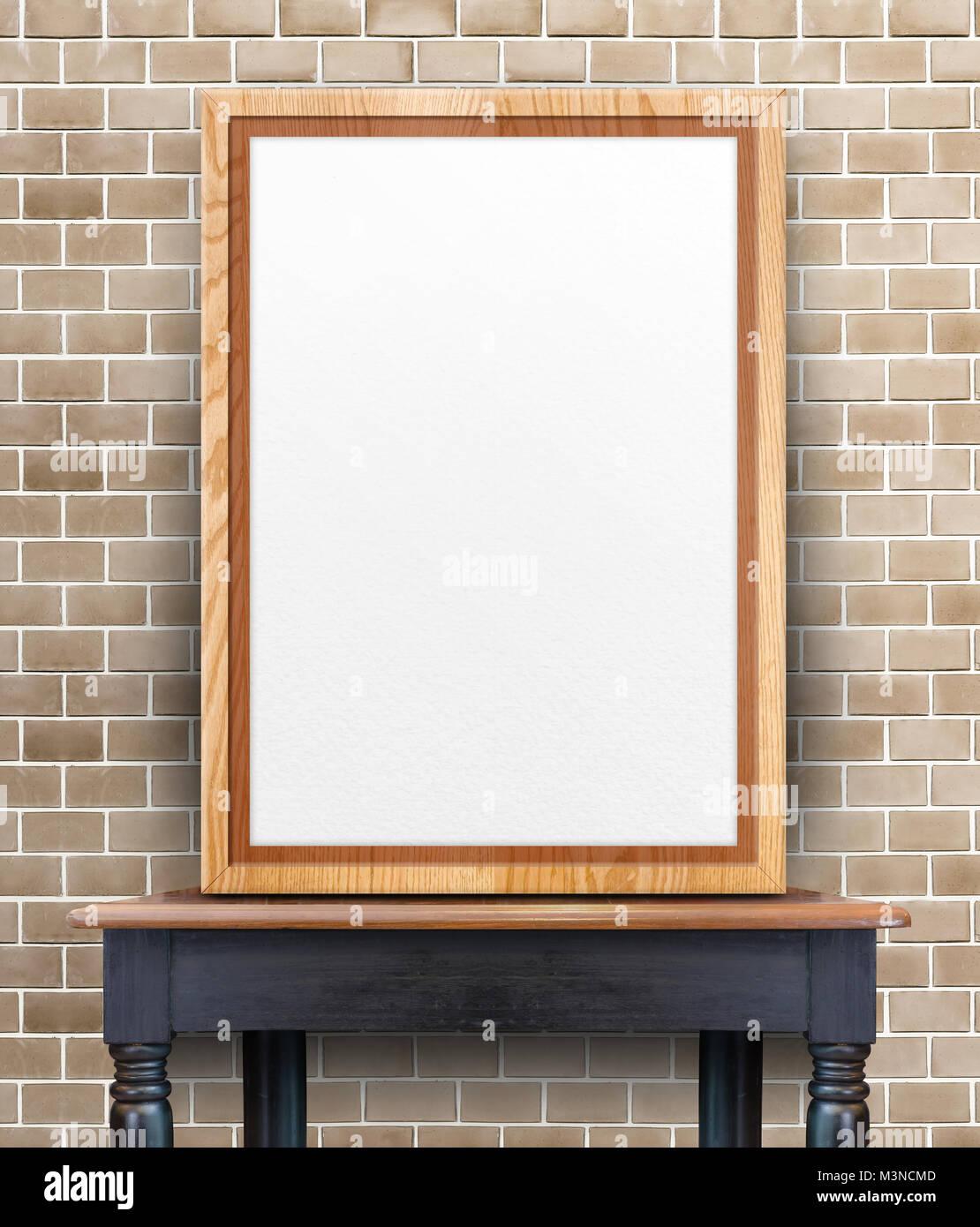 Leere Holz Bilderrahmen an der Wand auf vintage Holz Tisch lehnend ...