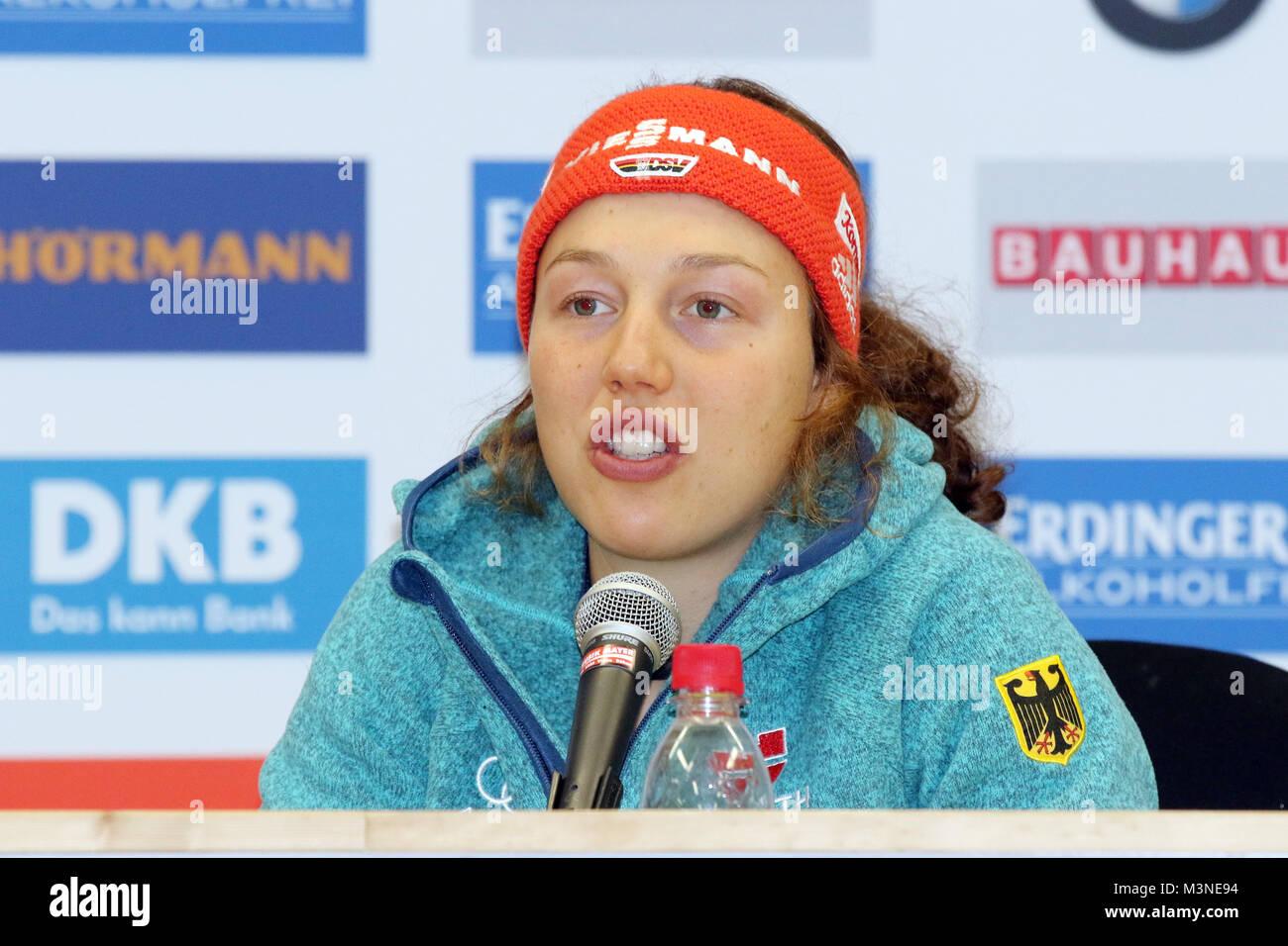 Laura Dahlmeier (SC Partenkirchen) bei einer Pressekonferenz anllässlich des Weltcup Ruhpolding 2017 - Sprint Stockbild