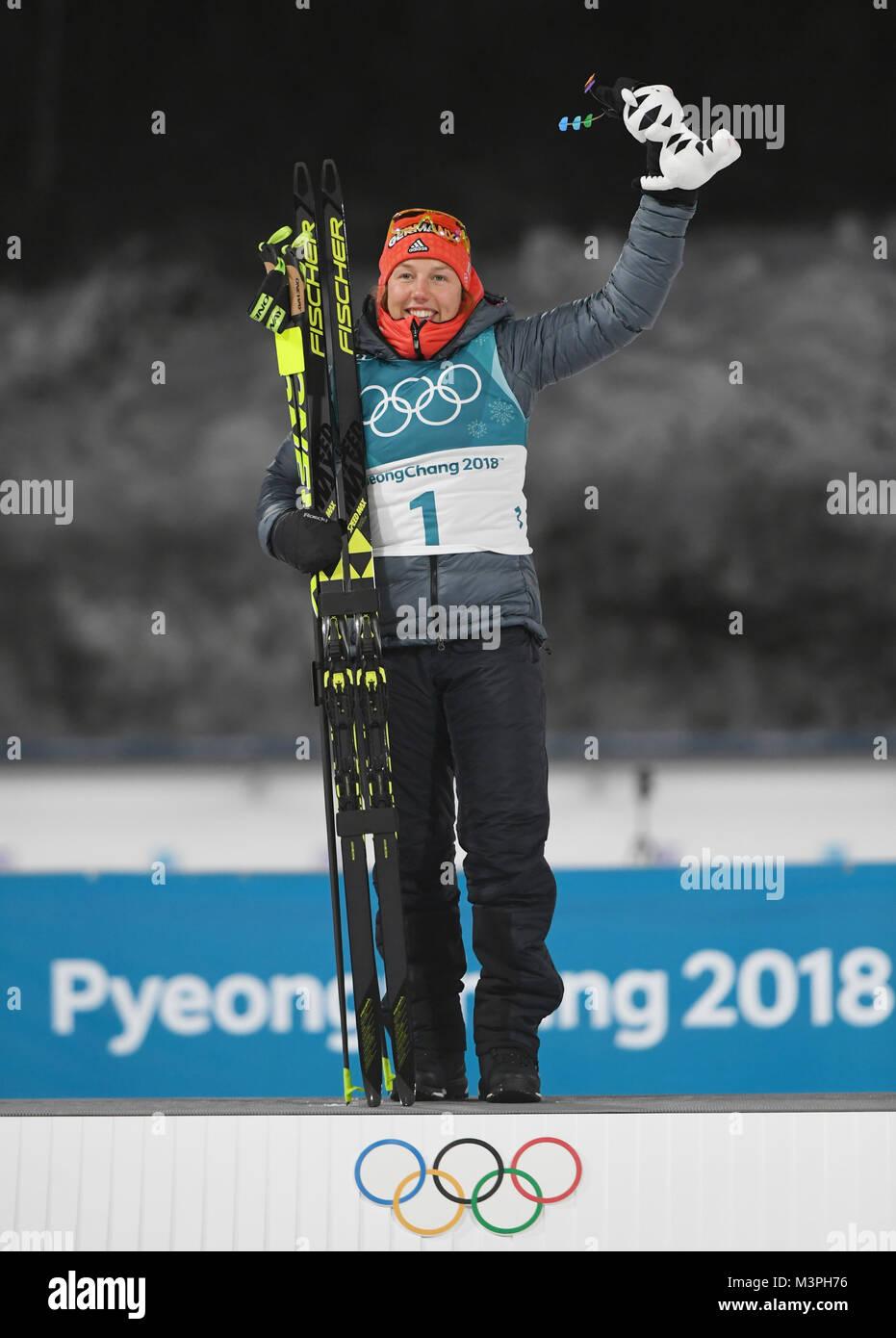 (180212) - PYEONGCHANG, Feb.12, 2018 (Xinhua) - Deutschlands Laura Dahlmeier feiert während der Veranstaltungsort Stockbild