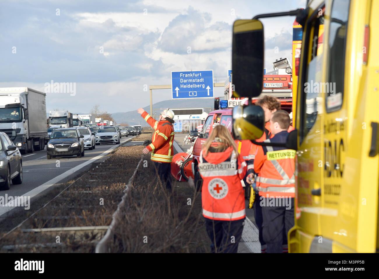 St. Leon-Rot, Deutschland. 12 Feb, 2018. Rettungsmannschaften ...