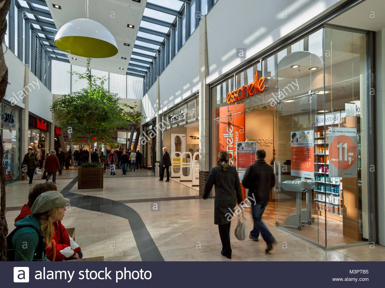 menschen in einer shopping mall lingen ems deutschland stockfoto bild 174449721 alamy. Black Bedroom Furniture Sets. Home Design Ideas