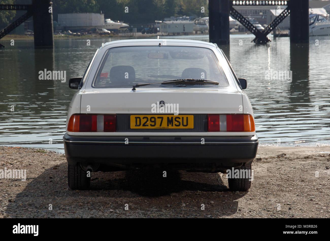 1986 Ford Sierra Fliessheck Familie Auto und gemeinsame sind p Mobile' der '80s Stockbild