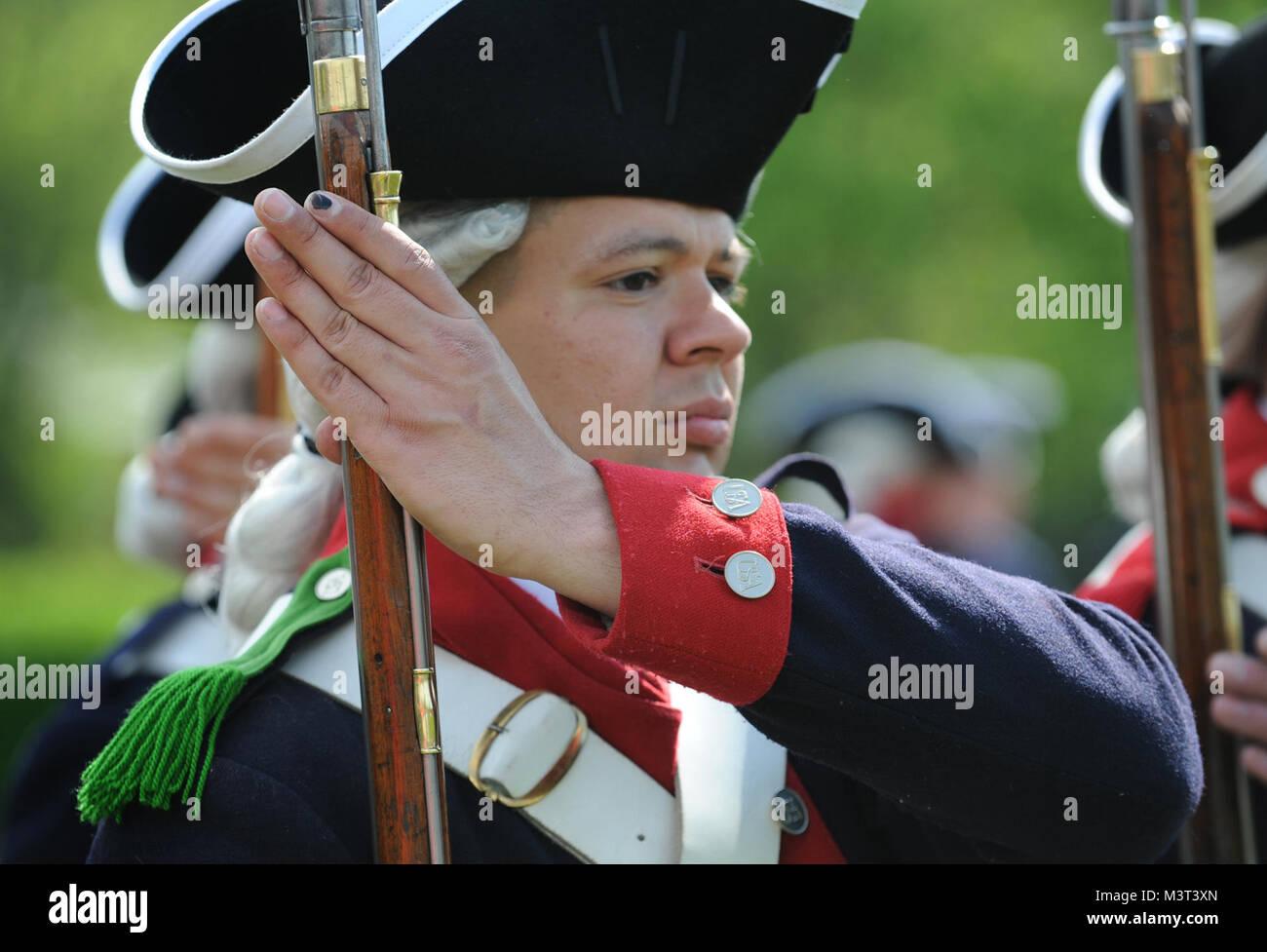 Soldaten aus dem 4., 3. US-Bataillon der Infanterie Regiment (Die Alte Garde) fix Bajonette zu den traditionellen Stockbild