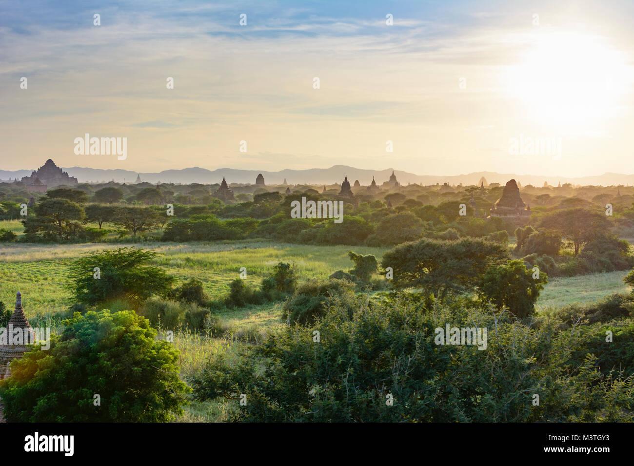 Bagan: Dhammayangyi Tempel (links), thatbyinnyu Tempel, Ananda Tempel, Tempel in Bagan, Tempel, Stupa, Region, Mandalay, Stockbild