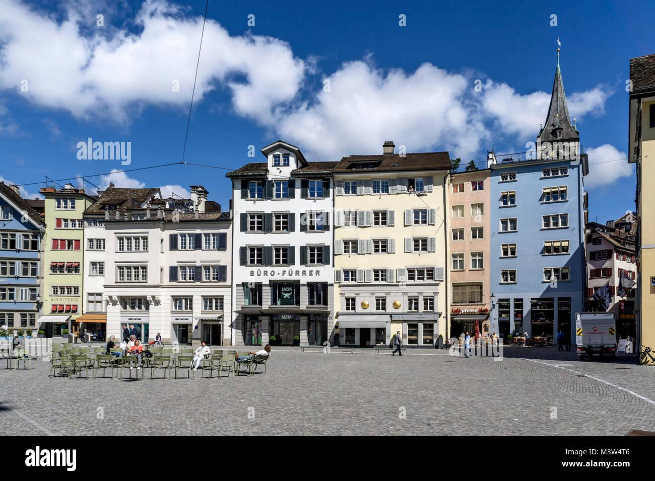 Münsterplatz, Altstadtfassaden, St. Peterskirche, Zürich, Schweiz | Munster Square, Old City Center, st. Stockbild
