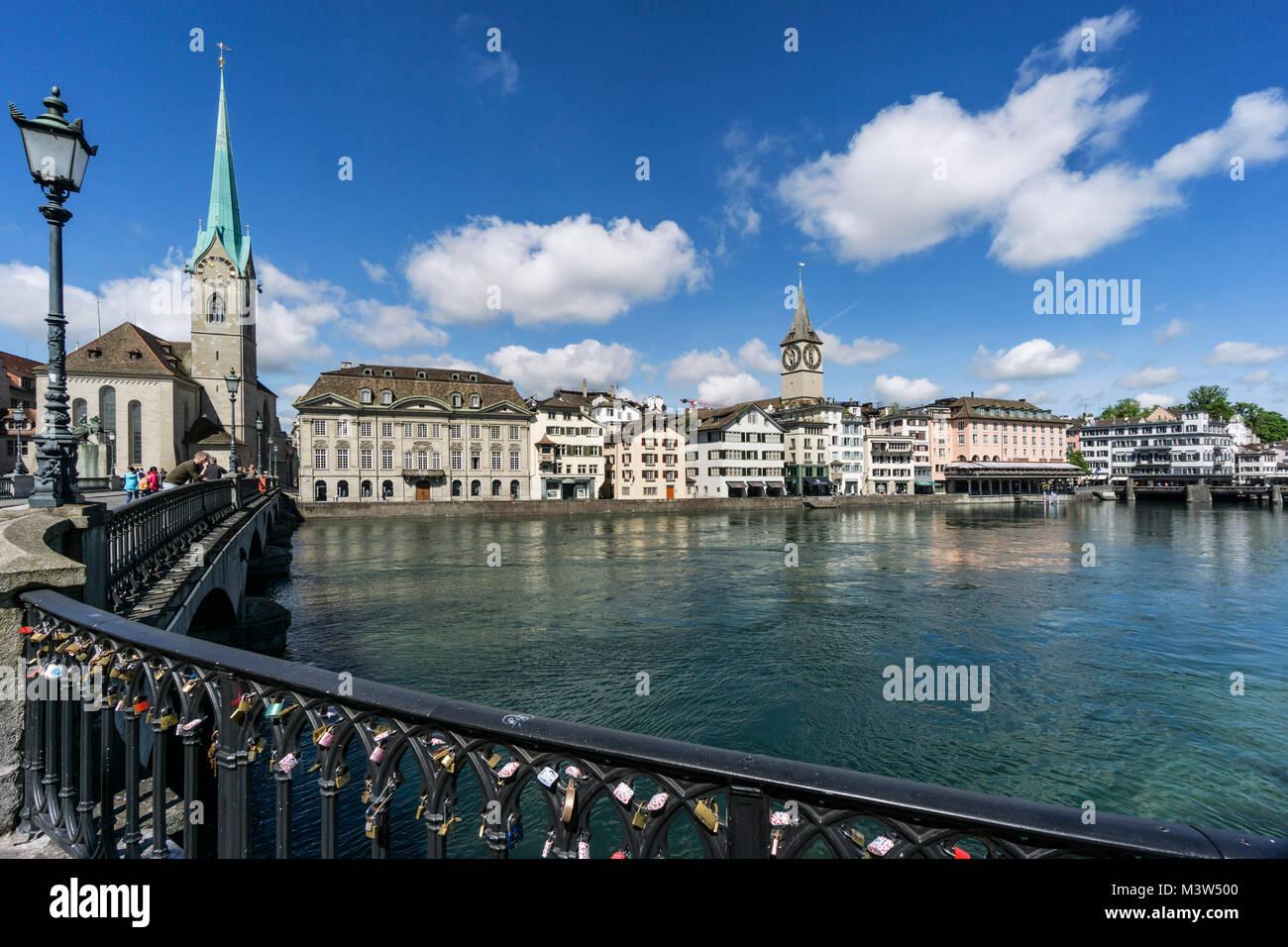 Münsterbrücke, Limmat, Fraumünster, St. Peterskirche, Zürich, Schweiz | Munster Brücke, Stockbild
