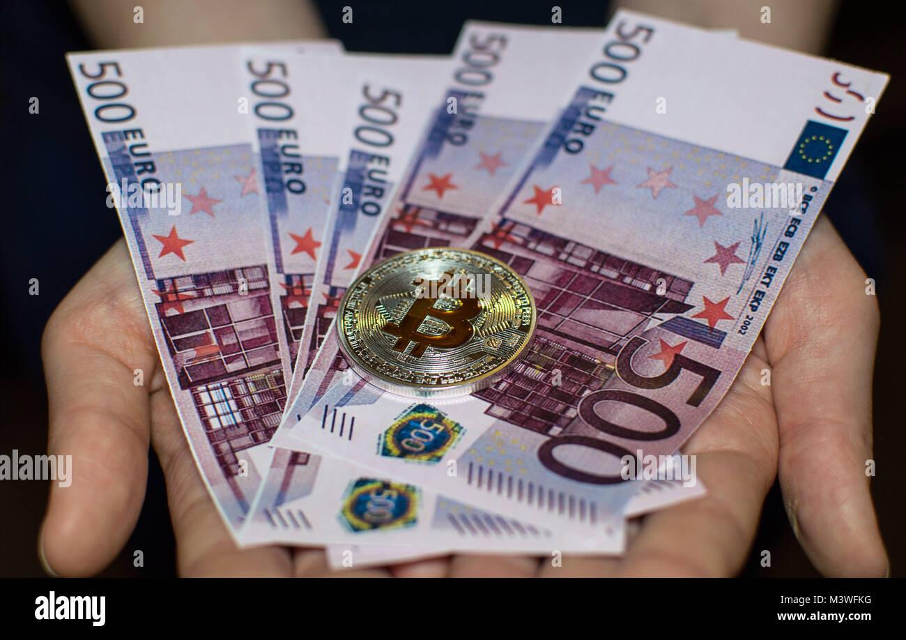 Bitcoin Silber Gold Münze Und Euro In Den Händen Stockfoto Bild