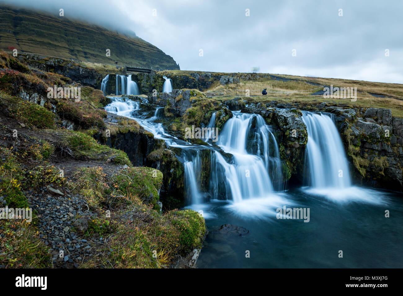 Wasserfall und Blick auf den kirkjufell Berg in Island Europa super Stockbild