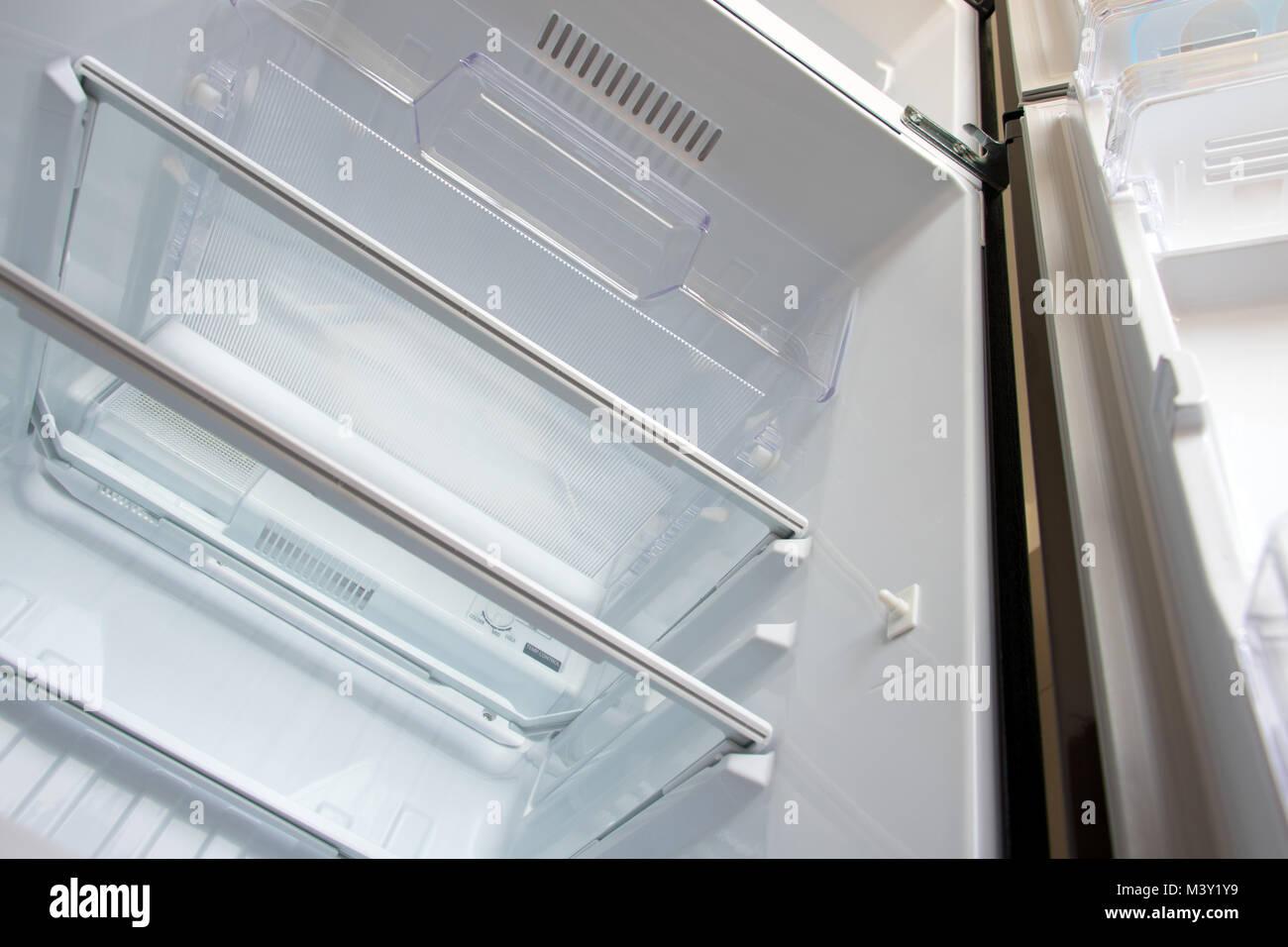 Kühlschrank Alarm Offene Tür : Kühlschrank mit gefrierfach stockfotos kühlschrank mit