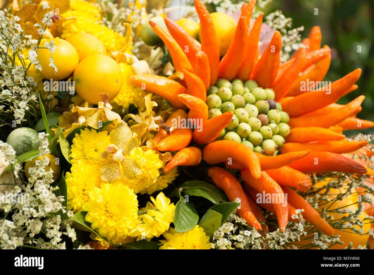 Dekoration Von Obst Und Gemuse Und Blumen Fur Reisende Menschen