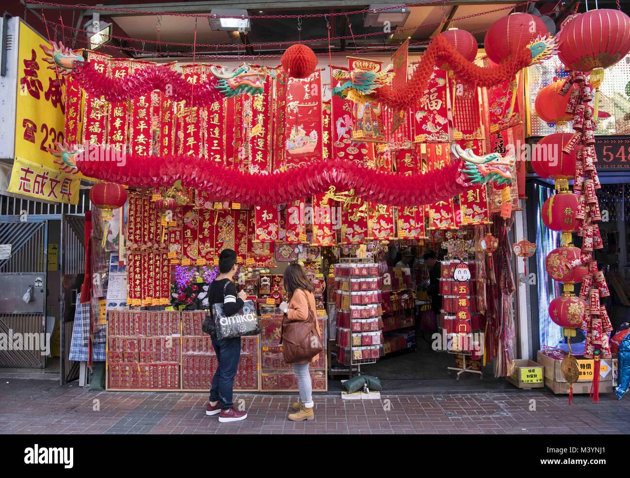Hong Kong, Kowloon, Hong Kong. 10 Feb, 2018. Ein paar Geschäfte ...